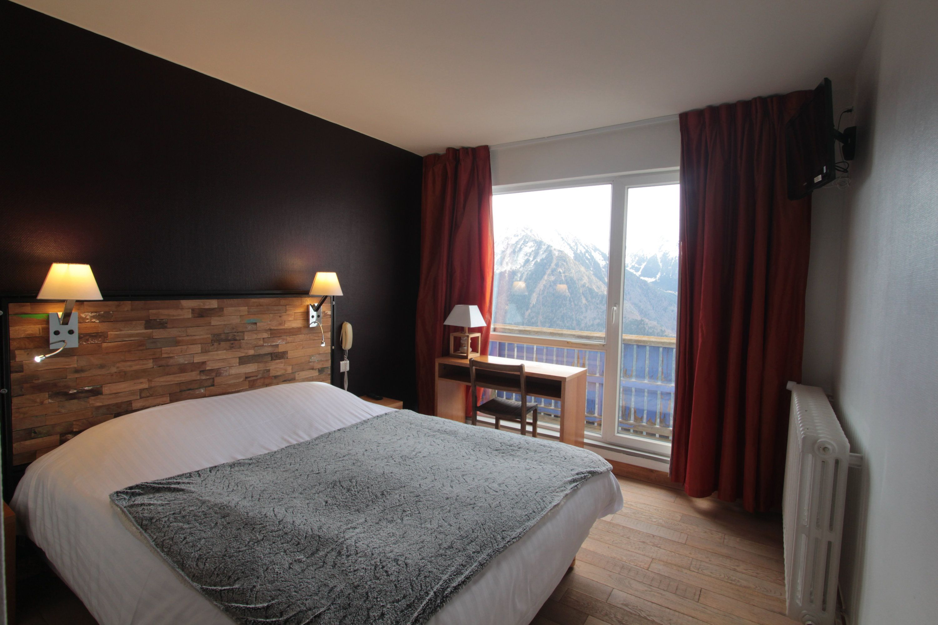 Hotel saint lary chambres du christiania h tel pyr n es for Chambre double lits jumeaux
